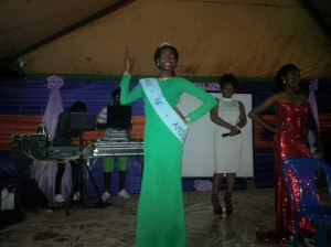 Chika (Outgoing face of Ansu queen) doing the all so familiar beauty queen wave