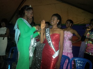Chika presenting the 2nd runner Up, winner of Ansu's Best Model 2015